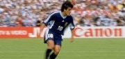 29 Jun 1998:  Ariel Ortega of Argentina runs with the ball during the match between Croatia v Argentina in the 1998 World Cup played in Bordeaux, France.  Mandatory Credit: Mark Thompson /Allsport