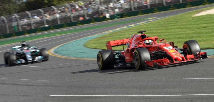 Ferrari's German driver Sebastian Vettel (R) leads Mercedes' British driver Lewis Hamilton during the Formula One Australian Grand Prix in Melbourne on March 25, 2018. / AFP PHOTO / WILLIAM WEST / -- IMAGE RESTRICTED TO EDITORIAL USE - STRICTLY NO COMMERCIAL USE --        (Photo credit should read WILLIAM WEST/AFP/Getty Images)