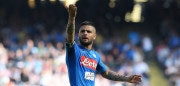 NAPLES, ITALY - APRIL 08:  Lorenzo Insigne of SSC Napoli has a discussion with SSC Napoli supporters during the serie A match between SSC Napoli and AC Chievo Verona at Stadio San Paolo on April 8, 2018 in Naples, Italy.  (Photo by Francesco Pecoraro/Getty Images)