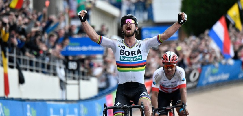 Slovakia's Peter Sagan (front) celebrates winning ahead of Switzerland's Silvan Dillier during the 116th edition of the Paris-Roubaix one-day classic cycling race, between Compiegne and Roubaix, on April 8, 2018 in Compiegne, northern France. / AFP PHOTO / JEFF PACHOUD        (Photo credit should read JEFF PACHOUD/AFP/Getty Images)