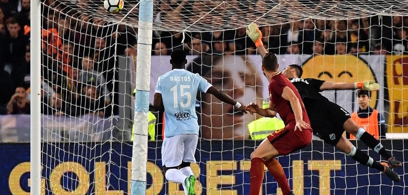 Roma's forward from Bosnia and Herzegovina Edin Dzeko (R) hits the crossbar during the Italian Serie A football match Lazio vs Roma on April 15, 2018 at Olympic stadium in Rome. / AFP PHOTO / ALBERTO PIZZOLI        (Photo credit should read ALBERTO PIZZOLI/AFP/Getty Images)