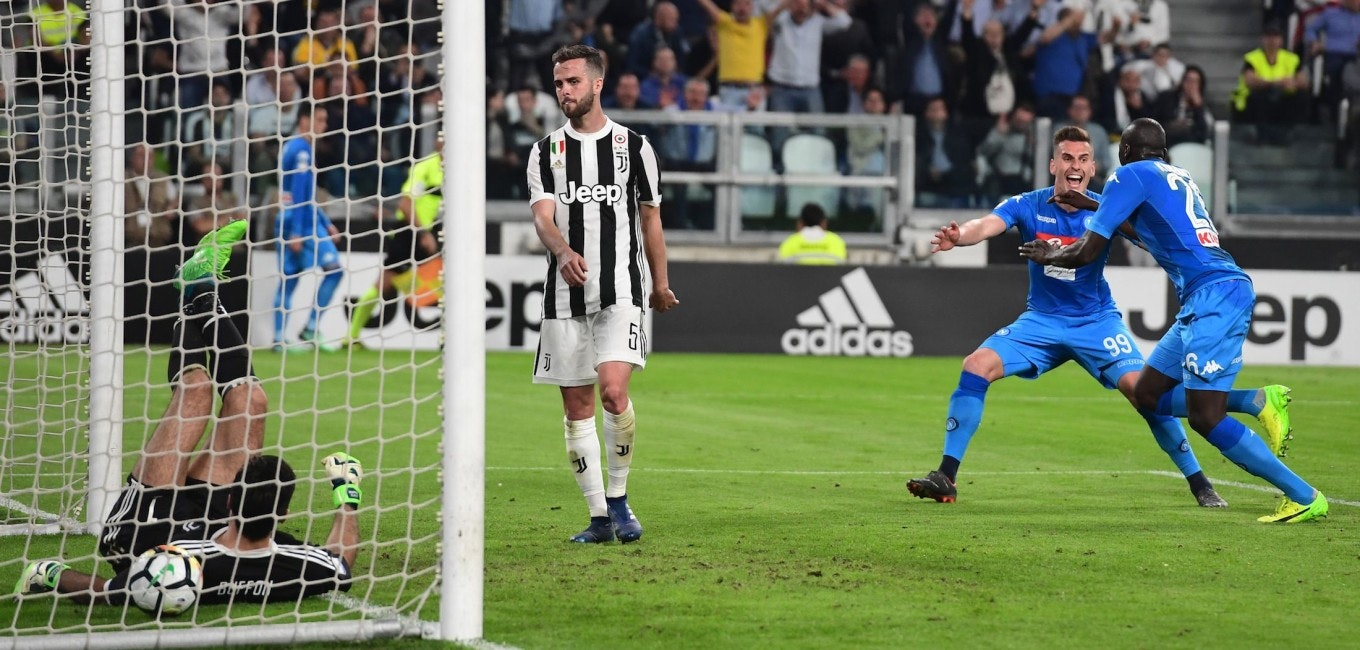 Napoli's French defender Kalidou Koulibaly (R) celebrates after scoring a goal during the Italian Serie A football match between Juventus and Napoli on April 22, 2018 at the Allianz Stadium in Turin. (Photo by MIGUEL MEDINA / AFP)        (Photo credit should read MIGUEL MEDINA/AFP/Getty Images)