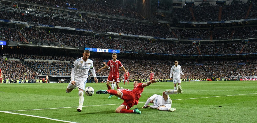 MADRID, SPAIN - MAY 01: James Rodriguez of FC Bayern Muenchen  is challenged by Sergio Ramos of Real Madrid during the UEFA Champions League Semi Final Second Leg match between Real Madrid and Bayern Muenchen at the Bernabeu on May 1, 2018 in Madrid, Spain. (Photo by Matthias Hangst/Bongarts/Getty Images)