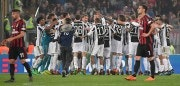 TOPSHOT - Juventus' players celebrate after winning the Italian Tim Cup (Coppa Italia) final Juventus vs AC Milan at the Olympic stadium on May 9, 2018 in Rome. (Photo by Tiziana FABI / AFP)        (Photo credit should read TIZIANA FABI/AFP/Getty Images)
