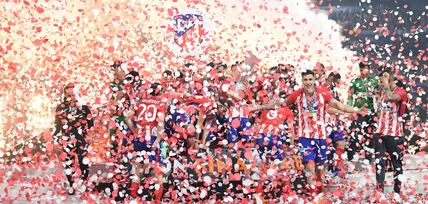 LYON, FRANCE - MAY 16:  Atletico Madrid players celebrate with The Europa League trophy after winning the UEFA Europa League Final between Olympique de Marseille and Club Atletico de Madrid at Stade de Lyon on May 16, 2018 in Lyon, France.  (Photo by Matthias Hangst/Getty Images)