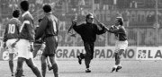 Foto LaPresse Torino/Archivio storico Archivio storico 20-11-1994 Brescia Sport Marco Nappi (Roma, 13 maggio 1966) è un allenatore di calcio ed ex calciatore italiano, di ruolo attaccante Nella foto Marco Nappi blocca l'invasore del campo nella gara Brescia vs Roma del 20-11-1994 fini 0-0  Neg: 08974  Photo LaPresse Turin/Archives historical 20-11-1994 Brescia In the photo: Marco Nappi