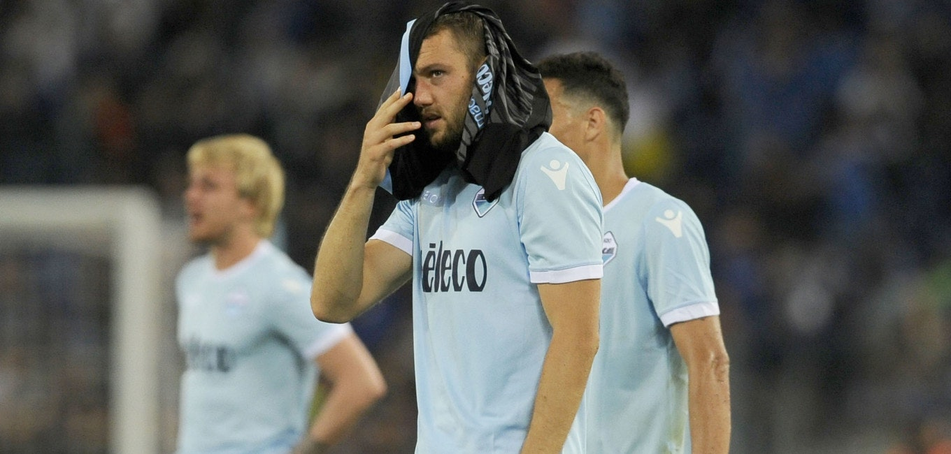 ROME, ROMA - MAY 20:  Stefan De Vrij of SS Lazio looks dejected at the end of match the serie A match between SS Lazio and FC Internazionale at Stadio Olimpico on May 20, 2018 in Rome, Italy.  (Photo by Marco Rosi/Getty Images)