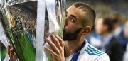 Real Madrid's French forward Karim Benzema kisses the trophy as he celebrates winning the UEFA Champions League final football match between Liverpool and Real Madrid at the Olympic Stadium in Kiev, Ukraine, on May 26, 2018. (Photo by FRANCK FIFE / AFP)        (Photo credit should read FRANCK FIFE/AFP/Getty Images)