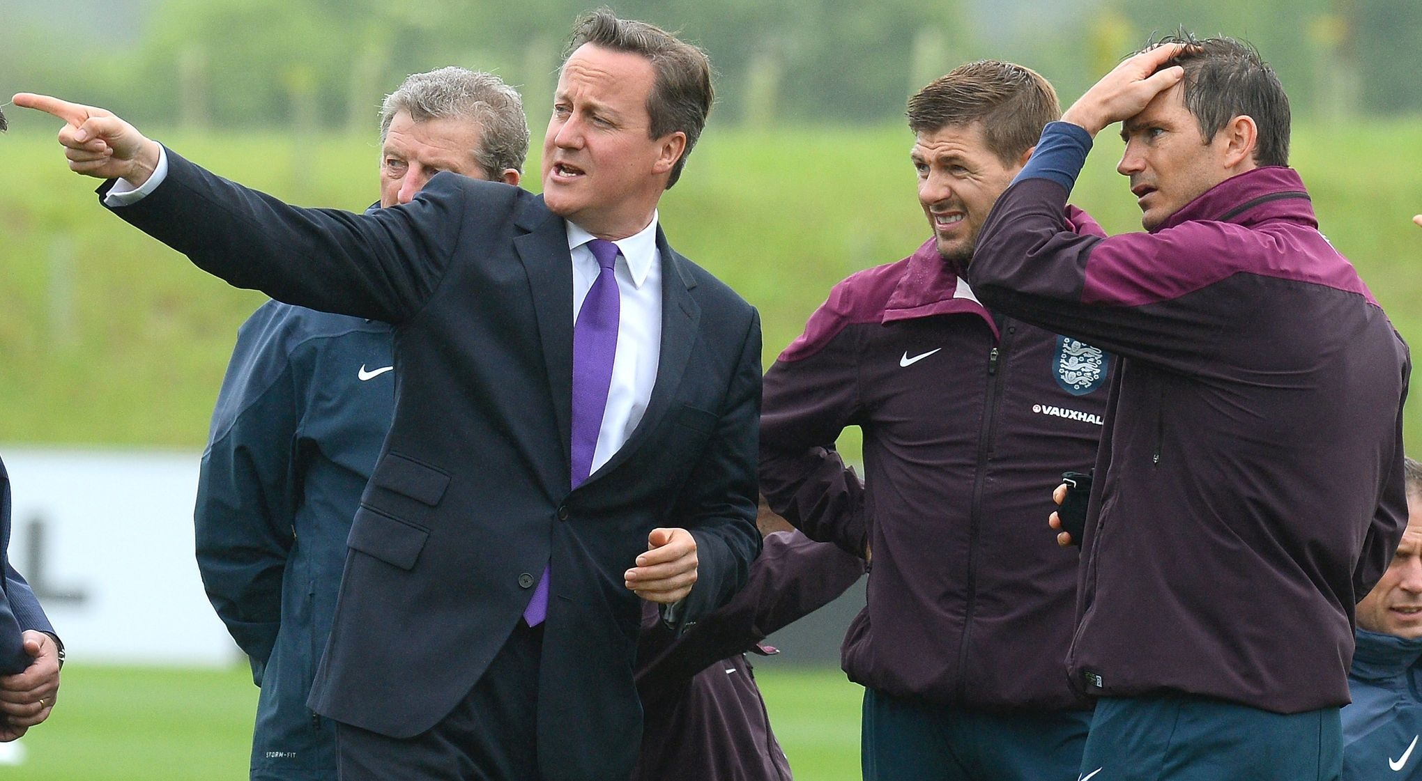 NEWS : David Cameron rend visite a l equipe nationale d Angleterre de football - Burton upon Trent - 29/05/2014