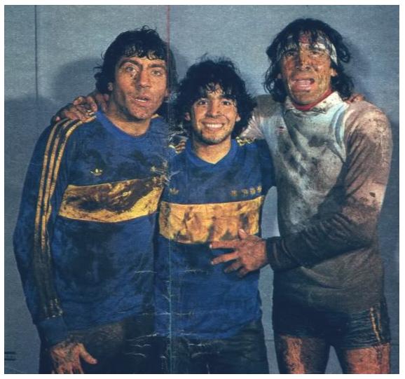 Hugo GATTI et Diego MAradona dans la boue - Boca Juniors 1981