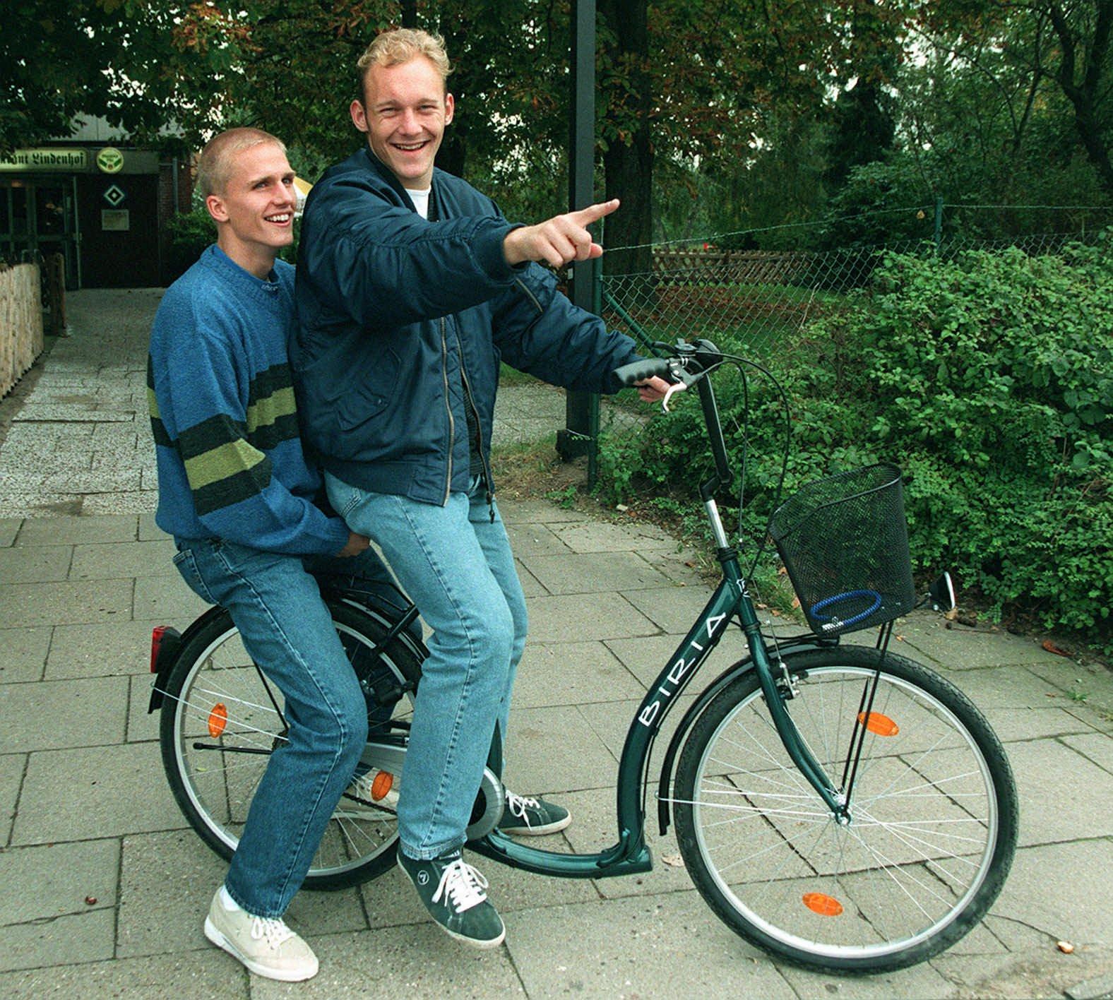 Fodboldspillerne Alan K. Jepsen (tv) og Thomas Gravesen, HSV Hamburg. - -NORDFOTO- - 1997
