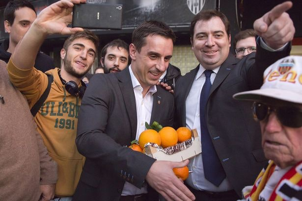 PAY-Gary-Neville-meets-Valencia-fans